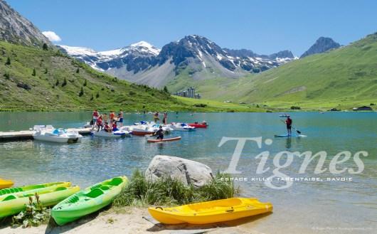 Le Lac de Tignes, canoes
